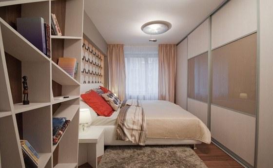 Nová ložnice vsadila na zemité přírodní tóny.
