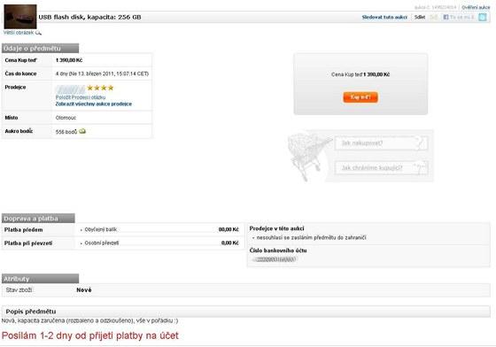 """Podezřelá aukce 256 GB USB flash paměti na aukčním serveru. Nízká cena u """"Kup  teď"""" značí, že prodejce ani neočekává vyšší cenu. Navíc je na fotografii model, který přesně odpovídá výrobku od Kingstonu. Značku výrobku prodejce pro jistotu chytře neuvádí."""