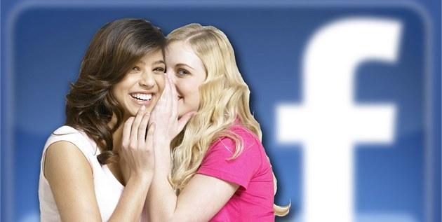 """Konec """"�t�betání"""" p�es textovky? Komunikace se ve velkém p�esouvá na Facebook. Ilustra�ní foto"""