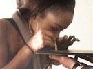 Dcera americké zpěvačky Whitney Houston Bobbi Kristina byla závislá na kokainu. (2011)