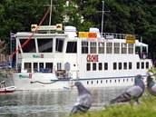Loď Čechie ještě v zachovalém stavu dva roky po zavření (2002)