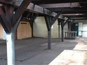 Pohled do továrny po vyklizení prostrou před samotnou přestavbou.