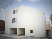 Rodinný dům se skluzavkou stojí v Tokiu ve vyhlášené čtvrti Nakameguro.