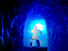 Ledovcové jeskyně ve francouzském středisku Les2Alpes jsou až 80 metrů hluboké.