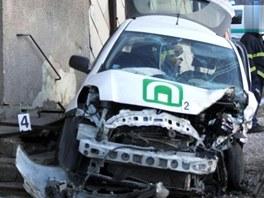 Toyota Yaris po srážce se silničním pirátem u Chotěvic na Trutnovsku