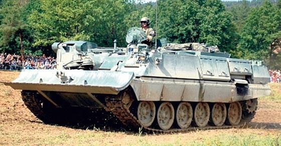 Tank T-72 - Bojové, pancéřované, pásové vozidlo vyzbrojené kanonem a kulometem