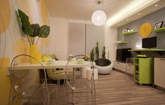 Na podlahu použili designéři speciální plovoucí podlahu určenou do vlhkého prostředí.