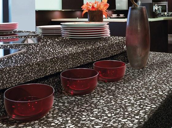 Pracovní deska v dekoru Tessera je z kvalitní dřevotřísky. Její povrch je upraven vysoce odolným HPL laminátem.