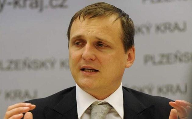 Ministr dopravy Vít Bárta hovo�í na tiskové konferenci 24. zá�í v Plzni po jednání na krajském ú�ad�.