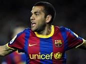 GÓL! Dani Alvés, obránce Barcelony, se raduje ze vstřelené branky.