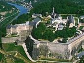 Pevnost Königstein, z níž si lze dopřát vedle krásných rozhledů i prohlídku nejhlubší studně v Německu, návštěvu zbrojnice či prohlídku vystavených figurín vězňů.