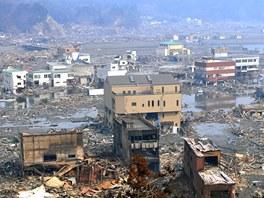 Ničivá vlna tsunami srovnala se zemí téměř celé město Otsuči. (14. března 2011)