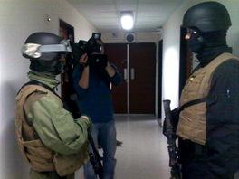 Do budovy �T vtrhli ozbrojenci vojensk� policie (11. b�ezna 2011)