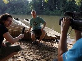 Primatolog Thomas Breuer při natáčení rozhovoru pro Českou televizi