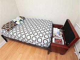 Klasickou postel by manželé do budoucna rádi vyměnili za sklopnou.
