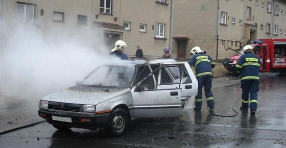 Požár staršího mitsubishi ve Vysokém Mýtě (18. března 2011)