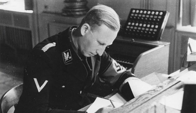 Zastupující �í�ský protektor Reinhard Heydrich p�ijel do Protektorátu �echy a...