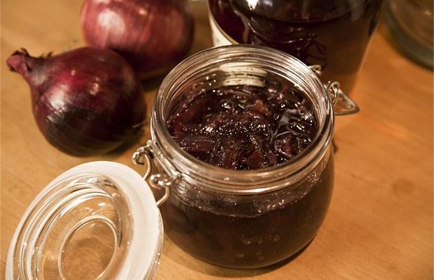 """Cibulová marmeláda nebo chcete-li �atní, italsky """"marmelatta di cipolle di tropea"""""""
