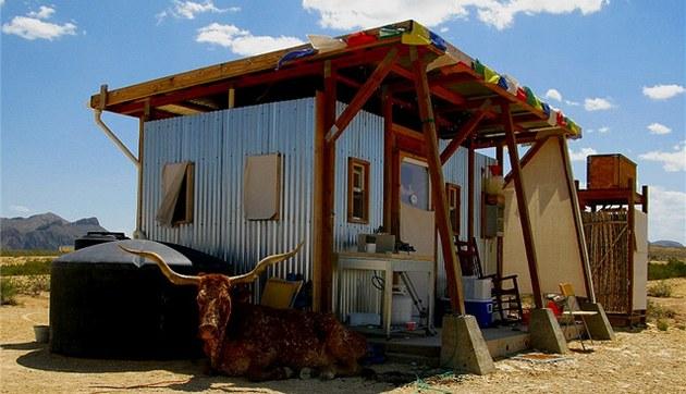 John Wells si za pouhých dev�t dní postavil malý jednoduchý domek o jedné místnosti.
