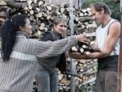 Farmář Vlastimil Kadeřábek s ženami, které si vyzkoušely život na jeho farmě v Krkonoších.