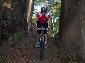 Kokořínské skály můžete prozkoumávat i na kole.