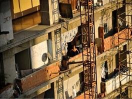 Do budovy si její obyvatelé přivedli elektřinu.