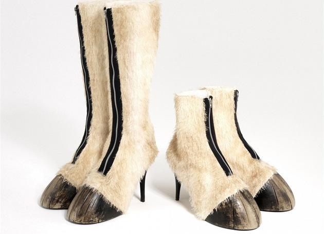 Extravagantní boty: kozačky jako kopyta