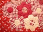 """Detail tradičního patchworkového vzoru """"babička"""""""
