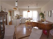 Dvě varianty obývací kuchyně v rodinném domě