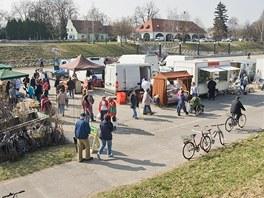 Ve středu 30. března se na náplavce u Dlouho mostu konaly první českobudějovické farmářské trhy. Zájem nakupujících byl obrovský.