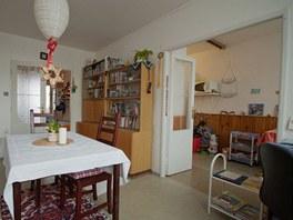Kuchyni spojovaly s obývákem dvoukřídlé dveře.