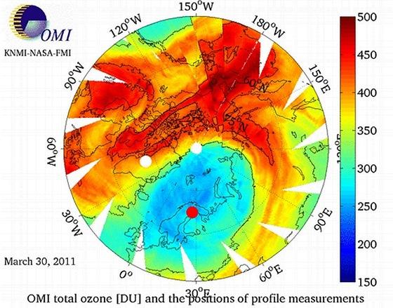 Množství ozonu ve vysokých vrstvách atmosféry nad severní polokoulí ke 30. březnu letošního roku podle údajů družice Envisat.