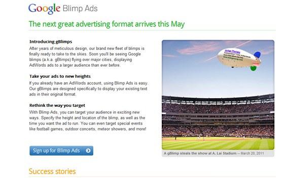 """Google Blimp - """"Na ta malá písmenka v reklamách není vidět, konečně to napsali na něco, z čeho se dá číst,"""" libuje si uživatelka."""