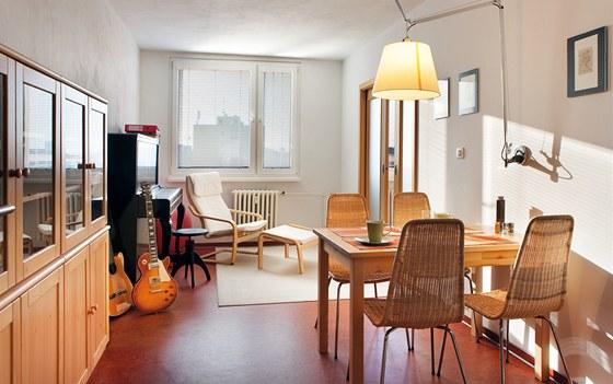 V bytě bylo použito minimum nábytku.