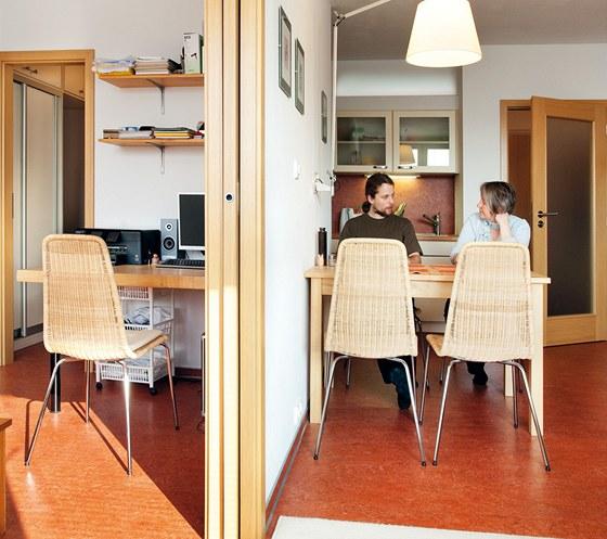 Posuvné dveře do pouzdra dovolují obě místnosti skoro spojit.