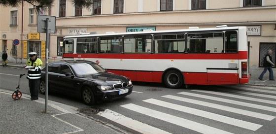 Nehoda autobusu na Zbraslavi - foto z http://praha.idnes.cz/