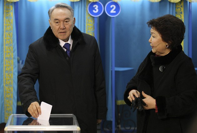 Kaza�ský prezident Nursultan Nazarbajev u voleb (3. dubna 2011)