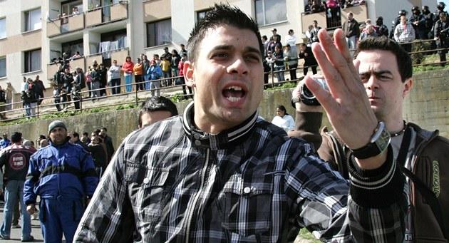 Romové proti d�lnické stran� v Krupce (9. ledna 2011)