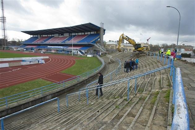 Rekonstrukce fotbalového stadionu ve �truncových sadech za�ala.