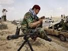 Libyjští rebelové u města Briga (7. dubna 2011)