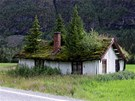 Poslední obyvatel tohoto rodinného domu pracoval jako horský průvodce. Kořeny stromů ale bohužel  prorazil střechu domu. Ten je nyní prakticky neobyvatelný.