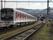 Souprava v železniční zastávce Beroun.