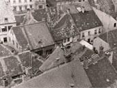 Snímek vnitrobloku Chelčického ulice v Písku pořízení v 60. letech minulého století z věže kostela Narození Panny Marie.