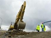 Rekonstrukce fotbalov�ho stadionu ve �truncov�ch sadech za�ala.