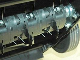 Některé válce kombinují nože s vyčesávacími dráty.