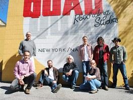 Druhá tráva s producentem Stevem Walshem a zvukařkou Alex Dolphin natáčela v roce 2011 album v Nashvillu.