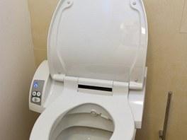 Toaleta s bidetovým sedátkem