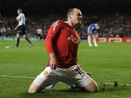 JEŠTĚ TO UMÍM! Wayne Rooney z Manchesteru se raduje z gólu do sítě Chelsea.