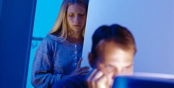 Oběti internetového porna jsou kvůli své závislosti schopny pohřbít i vztahy, na nichž jim záleží.