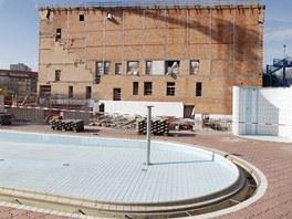 Přestavba pardubického bazénu na akvapark (12. dubna 2011)